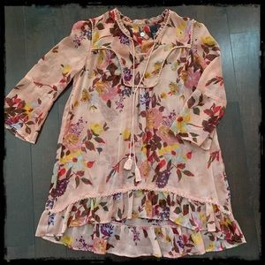 🌺The Buckle Sweet flowy tunic, Size Small🌺